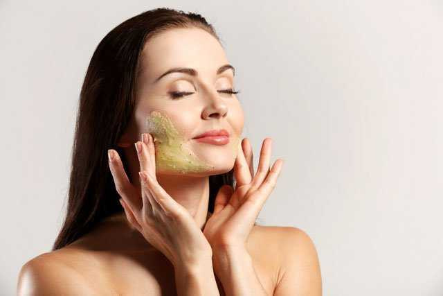 4 SUPER-EASY HOMEMADE FACE MASKS FOR GLOWING SKIN